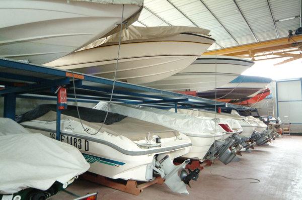 Winterstalling boten en zeilboot Domaso Comomeer